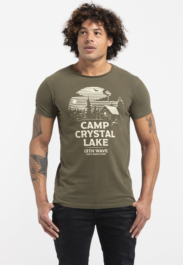 LIMITED TO 360 PIECES - ZENDER & CHAOS - CAMP CRYSTAL LAKE - Print T-shirt - green