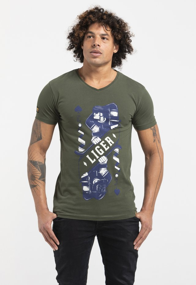 LIMITED TO 360 PIECES - GAËTAN HEUZÉ - HOCKEY - Print T-shirt - green