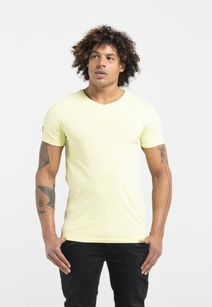 LIMITED TO 360 PIECES - Basic T-shirt - yellow