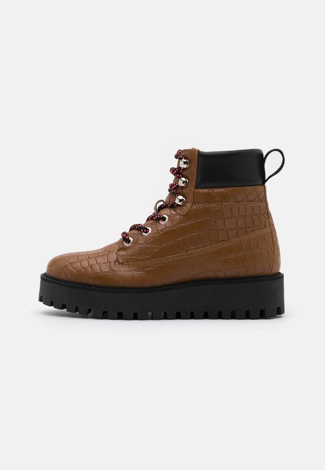 ALASKA - Snowboots  - brown
