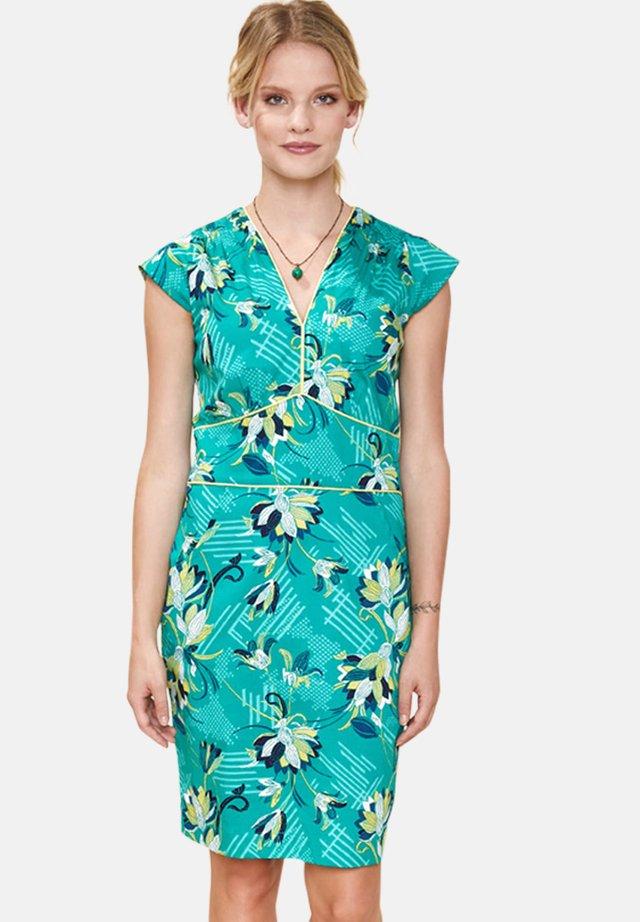 YRIANA - Korte jurk - green