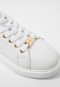Lauren Ralph Lauren - ANGELINE - Baskets basses - white/gold - 2