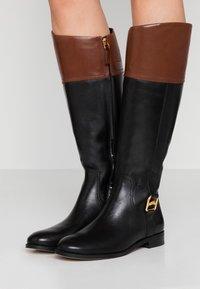 Lauren Ralph Lauren - BURNELL - Botas - black/mid brown - 0