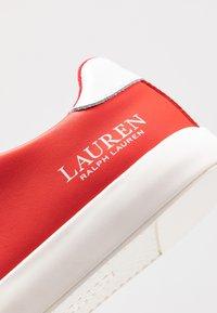 Lauren Ralph Lauren - JOANA - Sneakersy niskie - sporting red/white - 2