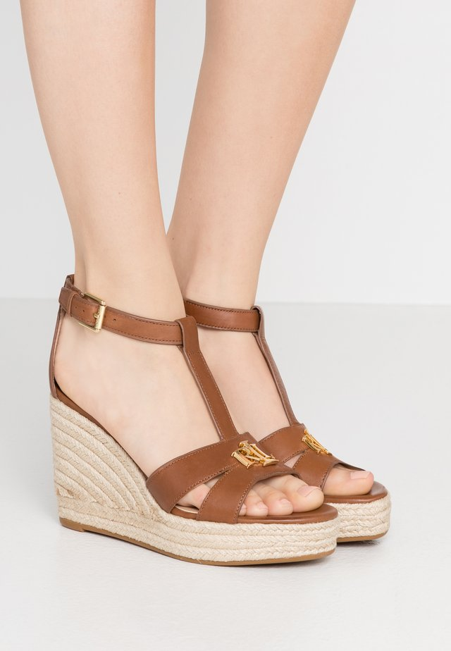 HALE CASUAL - Sandalen met hoge hak - deep saddle tan