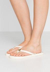 Lauren Ralph Lauren - MINI CHAIN LINK SHAWNA - Chanclas de dedo - vanilla - 0