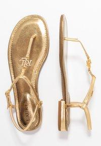 Lauren Ralph Lauren - ELMSTEAD - Sandály s odděleným palcem - gold rush - 3