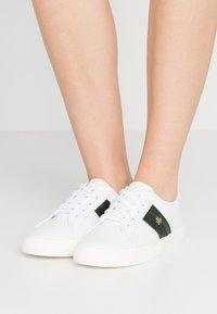 Lauren Ralph Lauren - JANSON II - Matalavartiset tennarit - white/green - 0