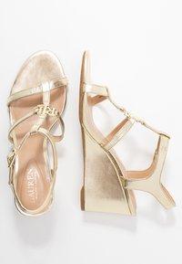 Lauren Ralph Lauren - METALLIC CHARLTON - Wedge sandals - pale gold - 3