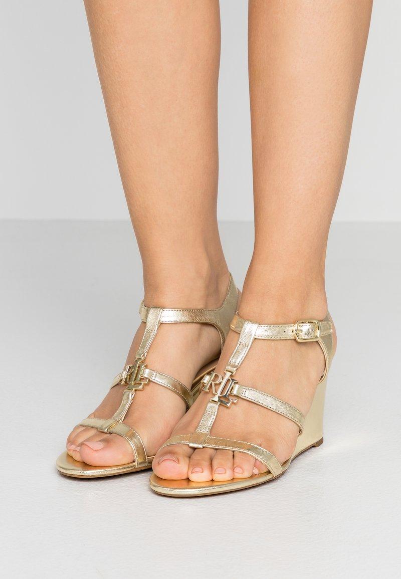 Lauren Ralph Lauren - METALLIC CHARLTON - Wedge sandals - pale gold