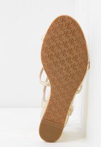 Lauren Ralph Lauren - METALLIC CHARLTON - Wedge sandals - pale gold - 6