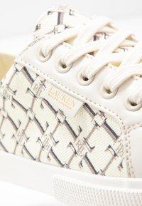 Lauren Ralph Lauren - PRINTED JAYCEE - Sneakersy niskie - vanilla heritage - 2