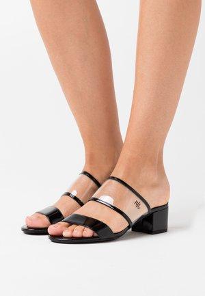 WHITNI CASUAL - Pantolette flach - clear/black