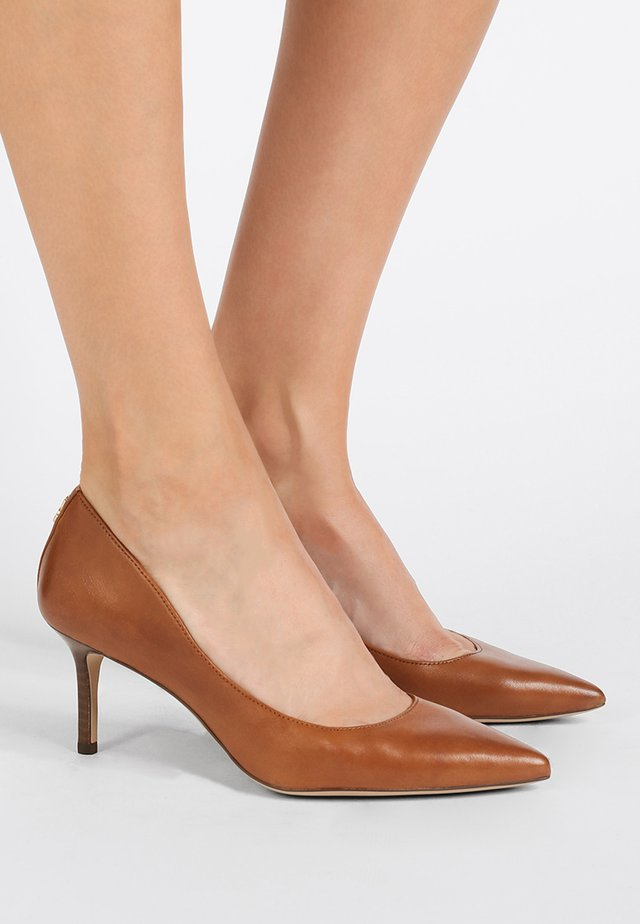 SUPER SOFT LANETTE - Classic heels - deep saddle tan