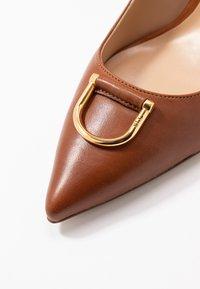 Lauren Ralph Lauren - LONDON - Escarpins - deep saddle tan - 2