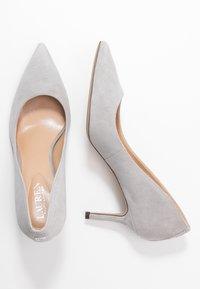 Lauren Ralph Lauren - LANETTE - Klassiske pumps - light grey - 3