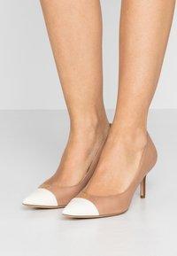 Lauren Ralph Lauren - SUPER SOFT LANETTE - Classic heels - nude/vanilla/deep - 0