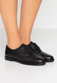 Lauren Ralph Lauren - MARLINA - Šněrovací boty - black - 0