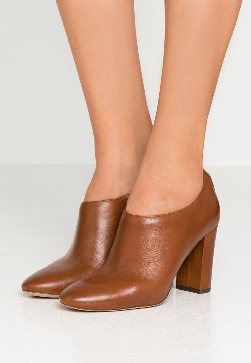 Lauren Ralph Lauren - AUBREE - Bottines à talons hauts - deep saddle tan
