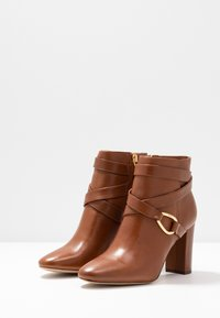 Lauren Ralph Lauren - ADDINGTON - Ankelboots med høye hæler - deep saddle tan - 4