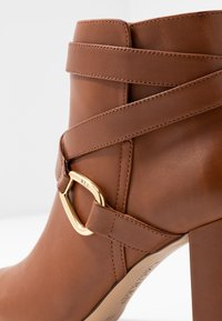 Lauren Ralph Lauren - ADDINGTON - Ankelboots med høye hæler - deep saddle tan - 2