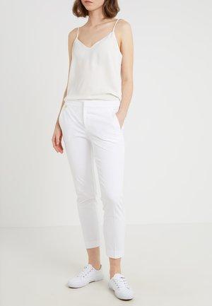 LYCETTE PANT - Kangashousut - white