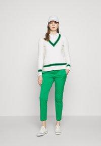Lauren Ralph Lauren - LYCETTE PANT - Kalhoty - hedge green - 1