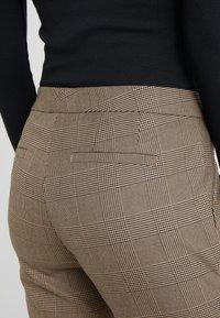 Lauren Ralph Lauren - REFINED SUITING - Pantalones - brown/tan multi - 4