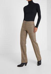 Lauren Ralph Lauren - REFINED SUITING - Pantalones - brown/tan multi - 0