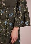 Lauren Ralph Lauren - AVENIDA FLORAL VERADISA - Freizeitkleid - admiral green/blu