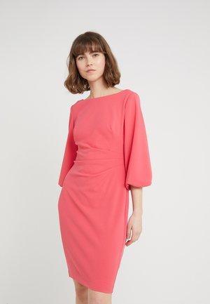LOUISA ELBOW SLEEVE DAY DRESS - Pouzdrové šaty - starfruit