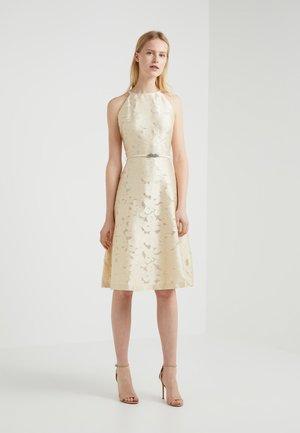 PETRAH SLEEVELESS DRESS - Koktejlové šaty/ šaty na párty - pearlescent