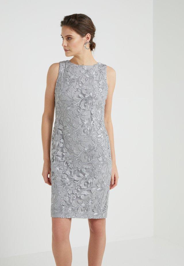 BOLADE SLEEVELESS  DRESS - Cocktailjurk - grey pearl
