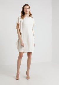 Lauren Ralph Lauren - ELLEE SHORT SLEEVE DAY DRESS - Juhlamekko - cashew - 0