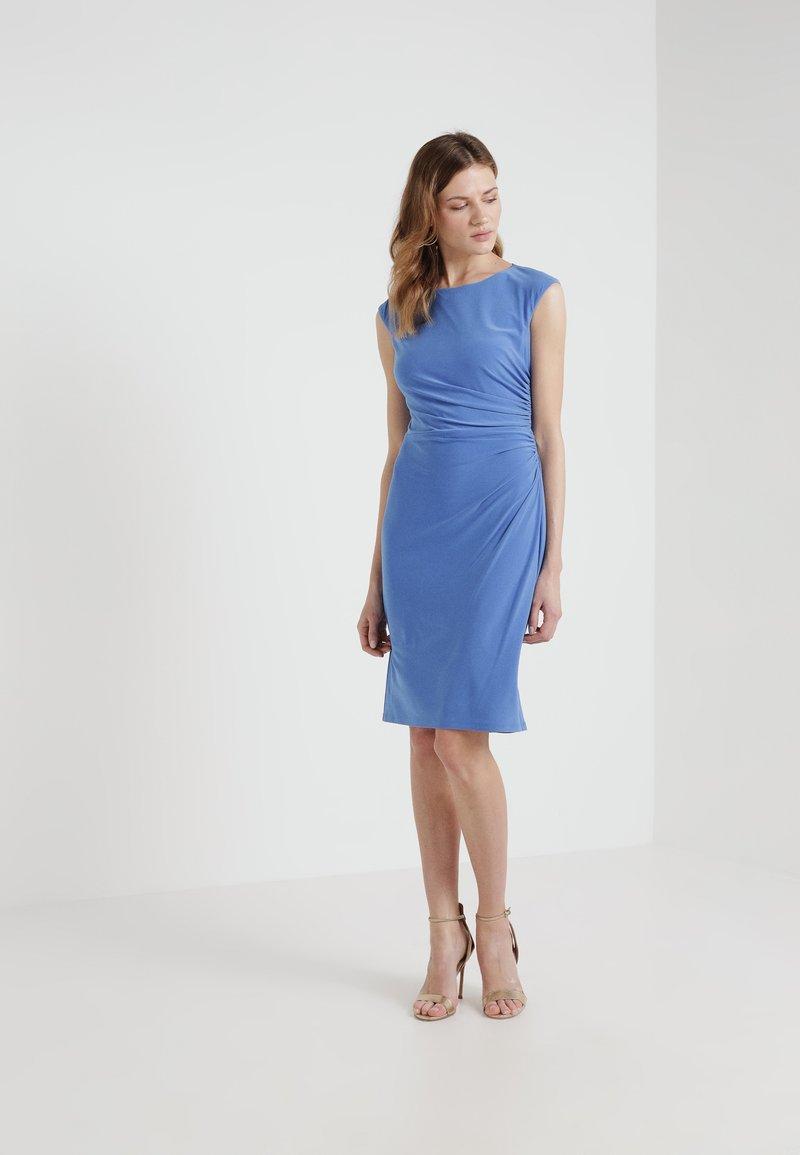 Lauren Ralph Lauren - RONI  SLEEVE DAY DRESS - Etuikleid - lush hydrangea