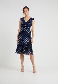 Lauren Ralph Lauren - JORI CAP SLEEVE DAY DRESS - Jersey dress - lighthouse navy/colonial cream - 0