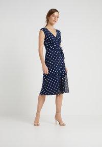 Lauren Ralph Lauren - JORI CAP SLEEVE DAY DRESS - Jersey dress - lighthouse navy/colonial cream - 1