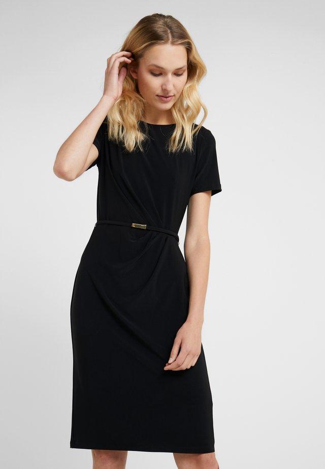 MATTE DAIVYN BELT - Shift dress - black