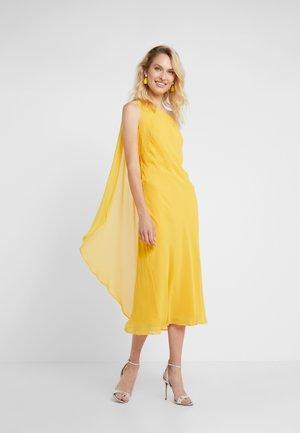 DUNBAR COMBO  - Společenské šaty - true marigold