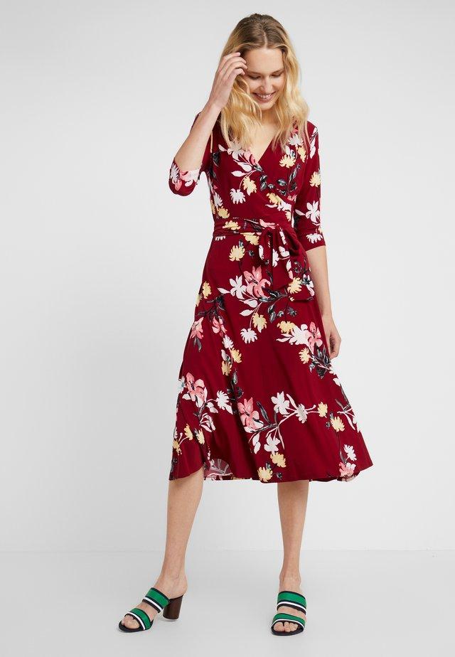 TIPPERARY CARLYNA - Jersey dress - vibrant garnet