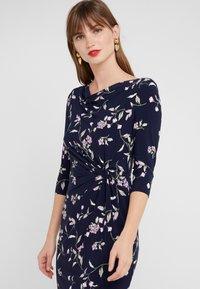 Lauren Ralph Lauren - FLING TRAVA - Pouzdrové šaty - navy/purple - 3