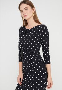 Lauren Ralph Lauren - DRIVER DOT TRAVA - Robe en jersey - black/colonial - 3