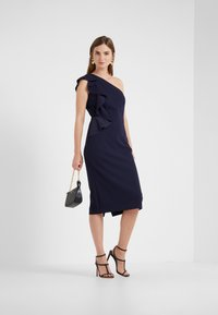 Lauren Ralph Lauren - LUXE TECH LARIS - Robe fourreau - lighthouse navy - 1