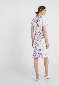 Lauren Ralph Lauren - VEMALYN - Sukienka z dżerseju - cream/purple - 2