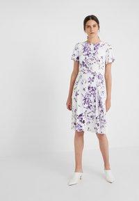 Lauren Ralph Lauren - VEMALYN - Sukienka z dżerseju - cream/purple - 0