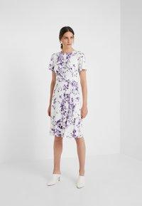 Lauren Ralph Lauren - VEMALYN - Sukienka z dżerseju - cream/purple - 1