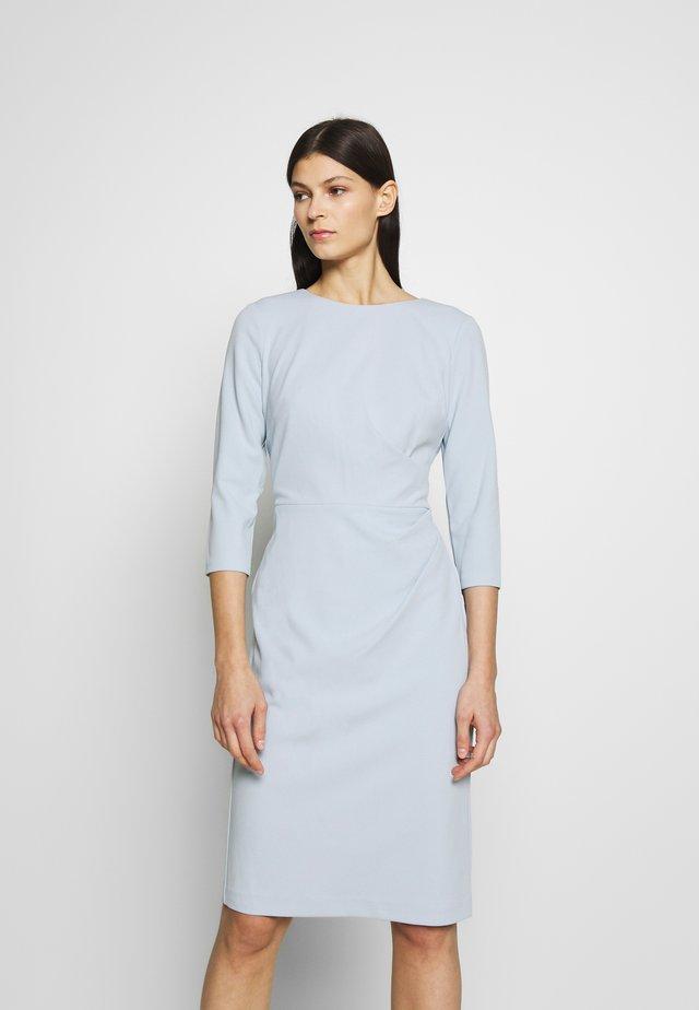 LUXE TECH DRESS - Žerzejové šaty - toile blue