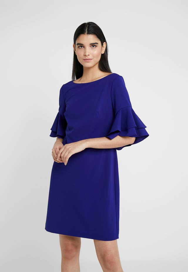 LUXE TECH DRESS - Jerseykjoler - cannes blue