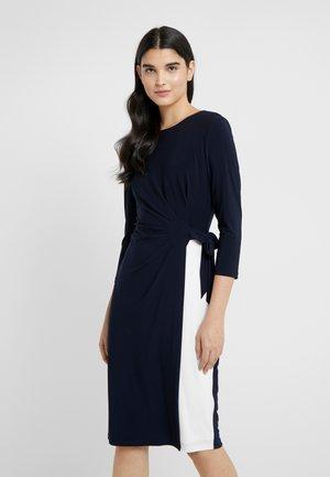 CLASSIC TONE DRESS - Fodralklänning - dark blue/offwhite