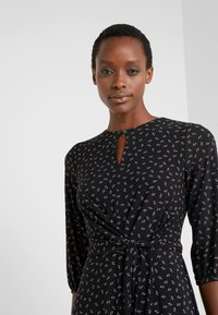 Lauren Ralph Lauren - PRINTED MATTE  - Jerseyklänning - black/parlor red - 4